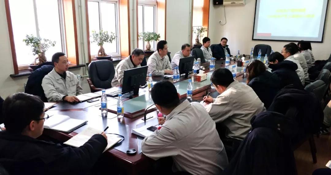 李东伟要求产品贸易部全体党员为公司实现高质量发展贡献力量