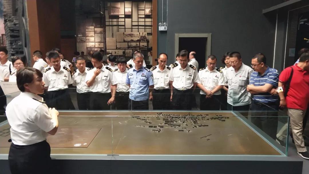 金祥赴陪同鲅鱼圈海关参观ca888亚洲城博物馆